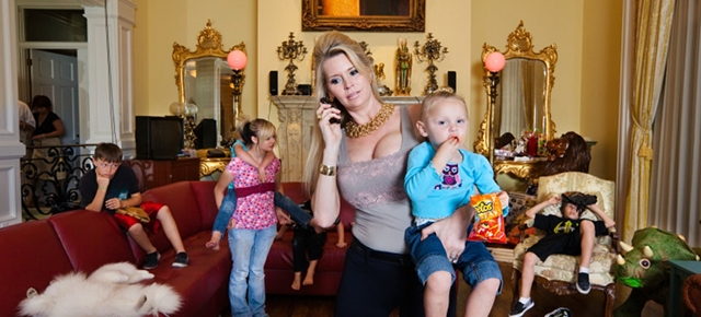 Jackie and her children, Orlando, Florida/©Lauren Greenfield 2011/INSTITUTE