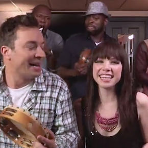 Watch Carly Rae Jepsen sing &#039;Call Me Maybe&#039; with Jimmy Fallon and The Roots