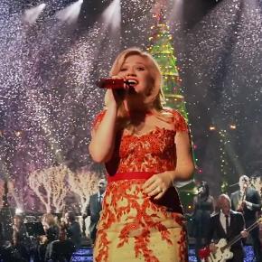 kelly clarkson new christmas song 2013 | Innovaide